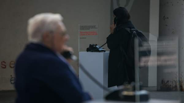 Teléfono para escuchar testimonio de personas mayores.