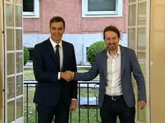 Sánchez e Iglesias firman el acuerdo para los PGE de 2019