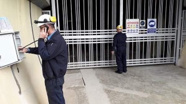 Simulacro de incendio en la central hidráulica de Canelles (Lleida)