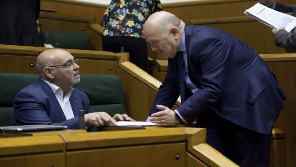 Iñigo Iturrate y José Antonio Pastor en el Parlamento Vasco