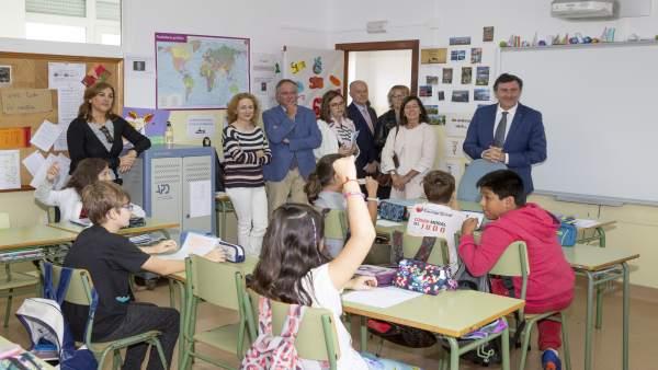 El consejero visita el colegio