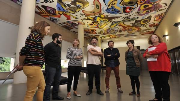 Representantes institucionales y ganadores de Becas de Artes Visuales de la DPH