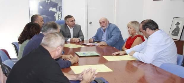 Encuentro entre el Ayuntamiento de Los Palacios y familiares de Joaquín Romero