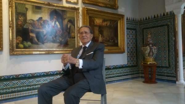 Mariano Bellver posa en la Casa Fabiola