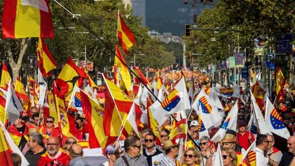Miles de personas han marchado por la unidad de España en Barcelona.