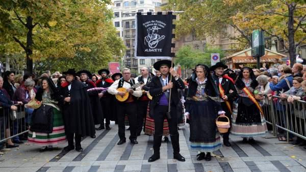 Una grupación de Albacete en la Ofrenda de Frutos a la Virgen del Pilar.