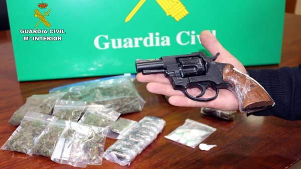 Drogas y pistola intervenidas