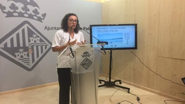Regidora Joana Maria Adrover en rueda de prensa