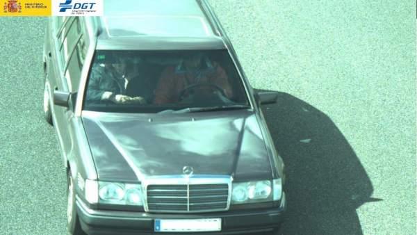 Vehículo captado con las cámaras de la DGT cuyo ocupante no llevaba cinturón