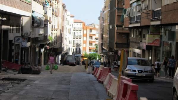 Obras en la calle Doctor Eduardo Arroyo de Jaén.