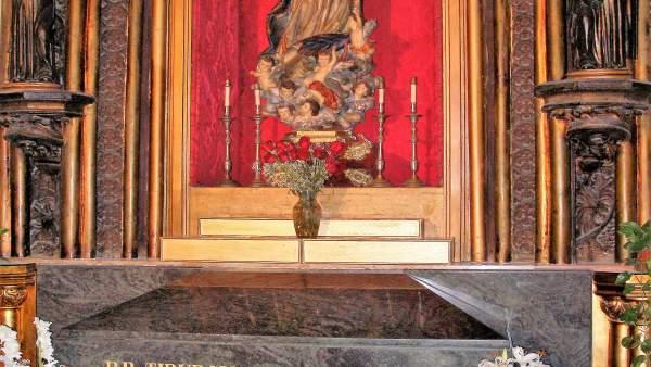 Tumba del padre arnáiz en la iglesia del corazon de jesus de málaga beato