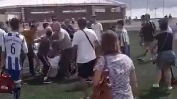 Pelea en el partido entre San Lorenzo y el Unión Isora.