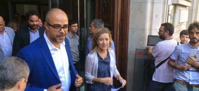 El conseller Miquel Buch y la alcaldesa Neus Lloveras en una imagen de archivo.