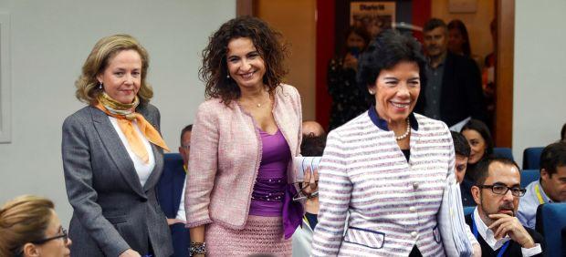 Calviño y Montero defienden que el SMI de 900 euros aumentará las cotizaciones y creará empleo
