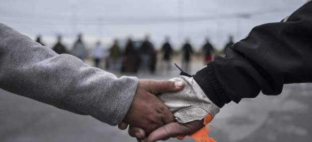 Abandonan a dos hermanos marroquíes en el centro de Ceuta