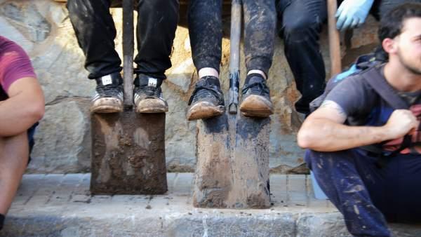 Jóvenes voluntarios de limpieza en Sant Llorenç des Cardassar