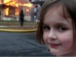 Meme de la niña y la casa en llamas