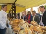 Reyes visita la muestra del pan