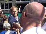 El Príncipe Harry se enfrenta a un hombre que le regaló flores a Meghan Markle
