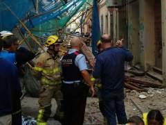 Cuatro heridos, uno en estado crítico, tras caer un andamio en una calle de Pineda de Mar (Barcelona)