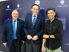Caballero, Gómez Villamandos y Arcángel, durante la presentación de la cátedra