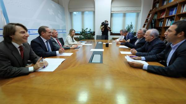 Reunión entre la Xunta y representantes de la Fegamp