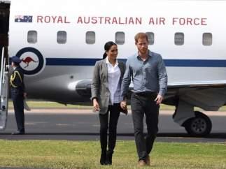 El príncipe Enrique de Inglaterra y su esposa Meghan