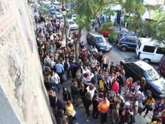 Manifestación de padres y madres en el Colegio Santa Isabel de Madrid