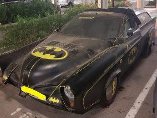 Un Batmóvil abandonado en Alicante