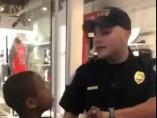 Un agente en EE UU trata con brutalidad a un niño negro