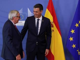 """Moncloa cree que los presupuestos han causado una impresión """"positiva"""" tras la reunión de Sánchez y Juncker"""