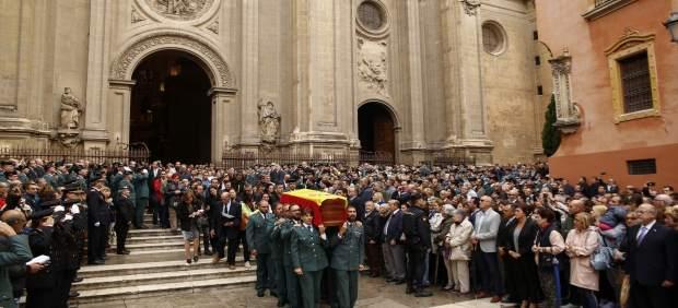 La hija del Guardia Civil asesinado en Granada se despide de su padre: