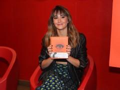 Aitana cambia de 'look' para presentar su libro, con anuncio especial de Cepeda