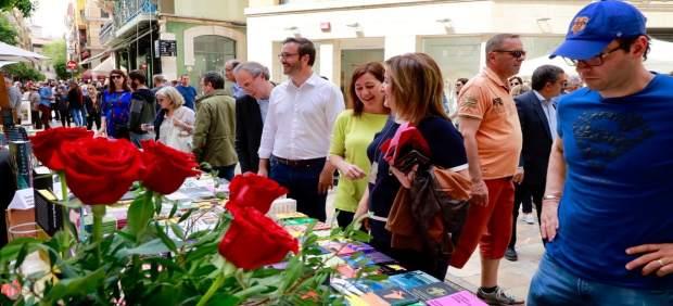 Armengol da su enhorabuena a Antònia Vicens por su Premio Nacional de Poesía