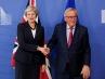 """May admite que estudian extender la transición del """"brexit"""" """"unos meses"""""""