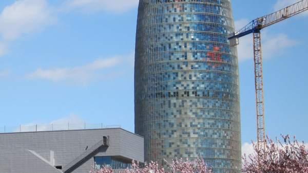 El Disseny Hub (Dhub) Y La Torre Agbar De Barcelona, En Glòries.