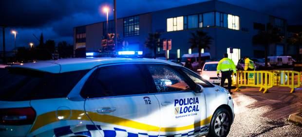 Cuatro personas inmovilizan a un hombre que estaba golpeando a su pareja en presencia de su hijo en ...