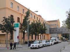 La tromba de agua provoca el desprendimiento del falso techo de una planta del Hospital Civil de Málaga