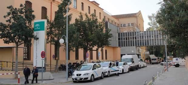 Una enfermera herida al desprenderse un falso techo en un hospital de Málaga a causa de la tromba ...