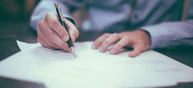 Acuerdo político para repartir los gastos de las hipotecas: el notario lo pagará la banca y la ...
