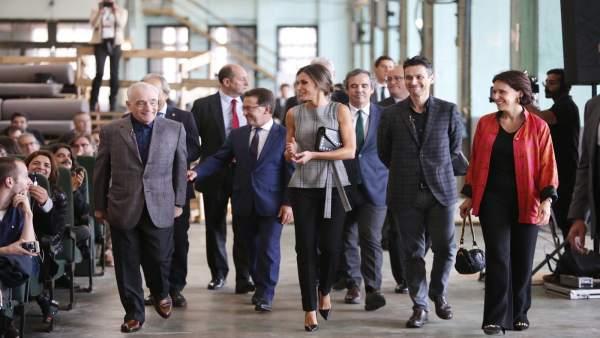 La Reina, Scorsese y autoridades llegan al coloquio en La Vega