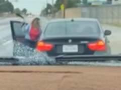 Una madre persigue y azota en plena carretera a su hijo de trece años que se había llevado su BMW