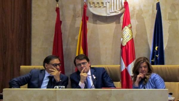 García Carbayo (izquierda) y Sánchez Bellota (derecha) junto al alcalde