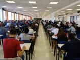 Estudiantes que participan en el Concurso de Otoño de Matemáticas
