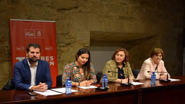 Acto de homenaje a los mayores de 90 años del PSOE de León. 19-10-2018