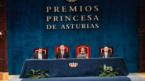 El Rey Felipe y la Reina Letizia presiden los Premios Princesa de Asturias