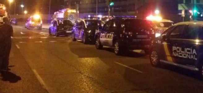 Policía frente al CIE de Aluche