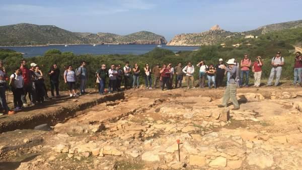 Visita arqueológica en Cabrera
