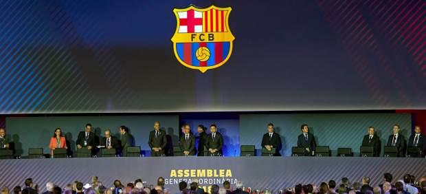 La Asamblea del Barça tumba el rediseño del escudo que propuso Bartomeu