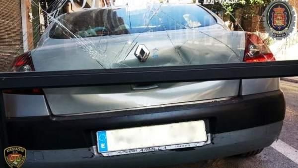 Vehículo con daños en Granada